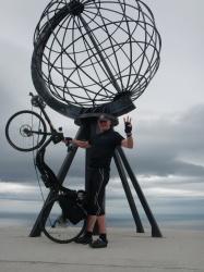 Ondanks vliegende storm: Arthur voor 3e maal op Noordkaap!